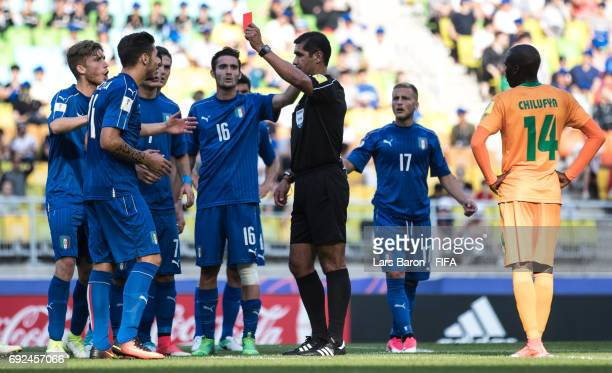 Referee Roddy Zambrano shows Giuseppe Pezzella of Italy the red card during the FIFA U20 World Cup Korea Republic 2017 Quarter Final match between...