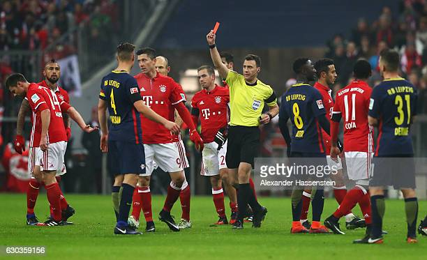 Referee shows a red card to Emil Forsberg of RB Leipzig during the Bundesliga match between Bayern Muenchen and RB Leipzig at Allianz Arena on...