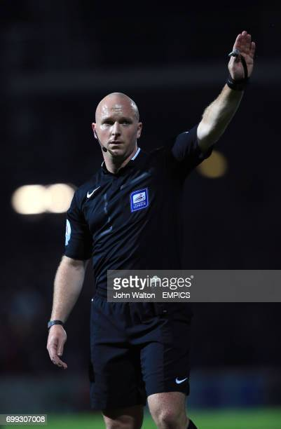 Referee Simon Hooper
