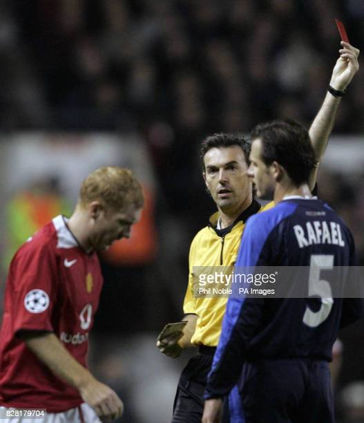 Referee Stefano Farina sends off Manchester United's Paul Scholes during the UEFA Champions League match against Lille at Old Trafford Manchester...