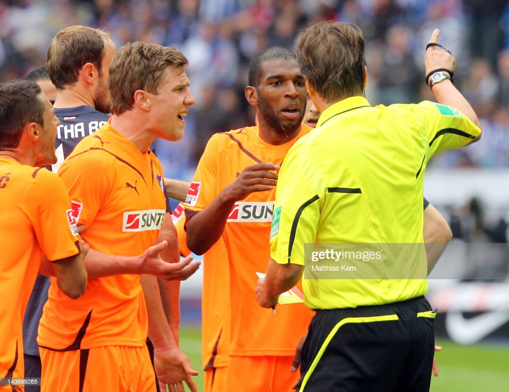 Referee <a gi-track='captionPersonalityLinkClicked' href=/galleries/search?phrase=Thorsten+Kinhoefer&family=editorial&specificpeople=729377 ng-click='$event.stopPropagation()'>Thorsten Kinhoefer</a> (R) talks with <a gi-track='captionPersonalityLinkClicked' href=/galleries/search?phrase=Ryan+Babel&family=editorial&specificpeople=543539 ng-click='$event.stopPropagation()'>Ryan Babel</a> (C) of Hoffenheim during the Bundesliga match between Hertha BSC Berlin and TSG 1899 Hoffenheim at Olympic Stadium on May 5, 2012 in Berlin, Germany.