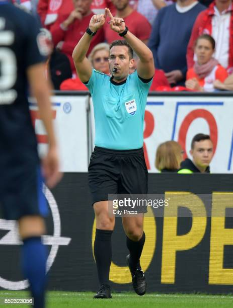 referee Tobias Stieler during the game between FSV Mainz 05 and Hertha BSC on september 23 2017 in Mainz Germany