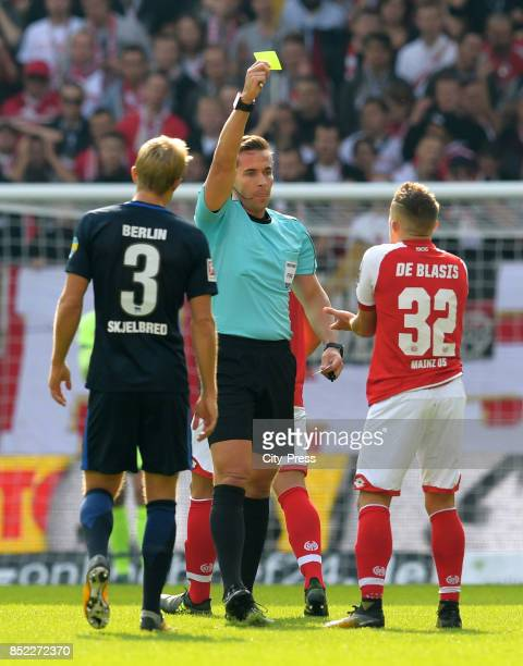 referee Tobias Stieler shows Pablo de Blasis of FSV Mainz 05 the yellow card during the game between FSV Mainz 05 and Hertha BSC on september 23 2017...