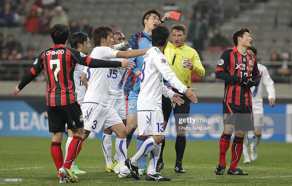 Referee Valentin Kovalenko shows the red card to Yu Sang-Hun of FC Seoul during the AFC Champions League Group E match between FC Seoul and Vegalta Sendai at Seoul World Cup Stadium on April 2, 2013 in Seoul, South Korea.