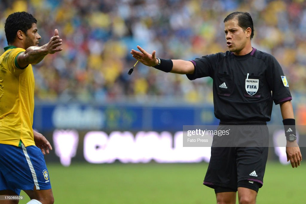 Referee Victor Carrillo (FIFA-PER) during the friendly match between Brasil and France on June 09, 2013 in Porto Alegre, Brasil