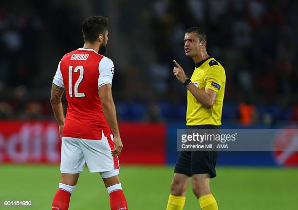 Referee Viktor Kassai has words with Olivier Giroud of Arsenal during the UEFA Champions League match between Paris SaintGermain and Arsenal at Parc...