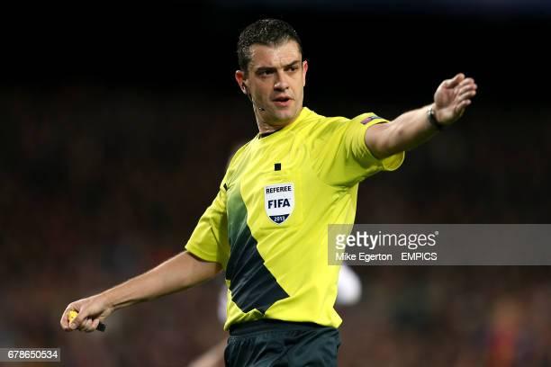 Referee Viktor Kassai
