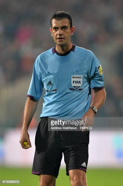 Referee Viktor Kassai