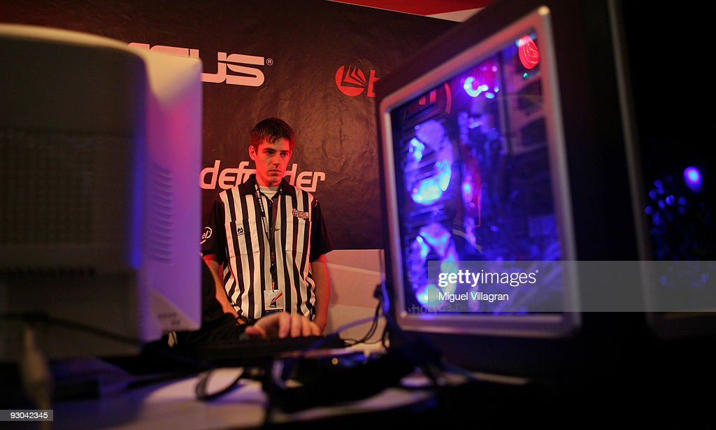 A referee watches participants play Counter Strike during the 'Intel Friday Night Game' organized by the Electronic Sports League at Tonhalle on November 13, 2009 in Munich, Germany. Germany's best electronic sports teams meet to play against each other.