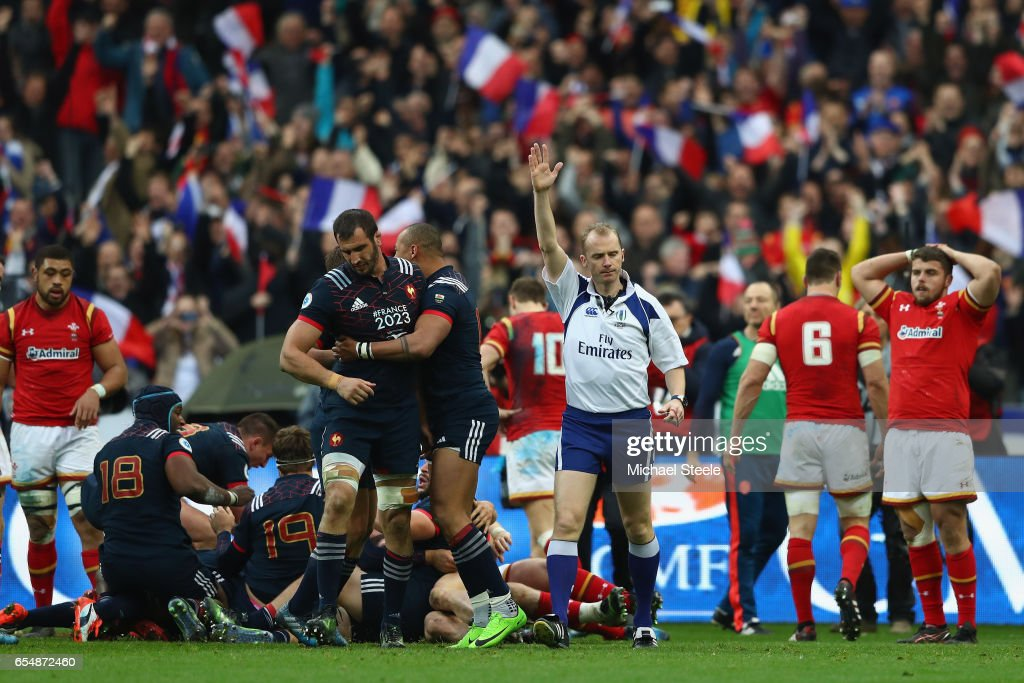 Referee Wayne Barnes awards the winning try scored by Camille Chat during the RBS Six Nations match between France and Wales at Stade de France on March 18, 2017 in Paris, France.