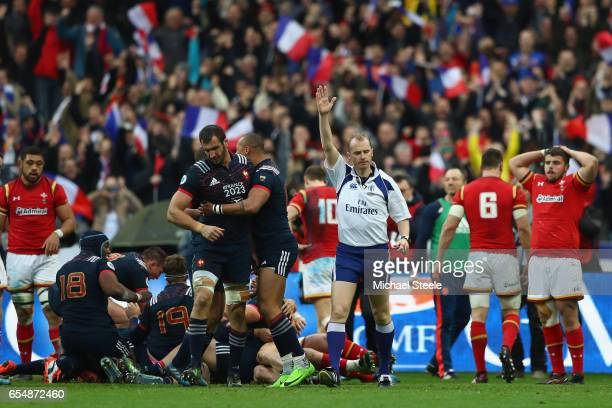 Referee Wayne Barnes awards the winning try scored by Camille Chat during the RBS Six Nations match between France and Wales at Stade de France on...
