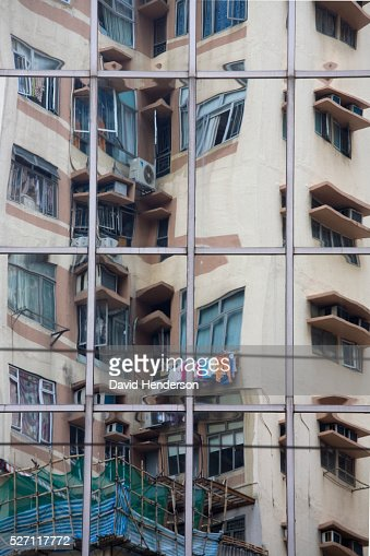 Reflection of an apartment block : Stock-Foto