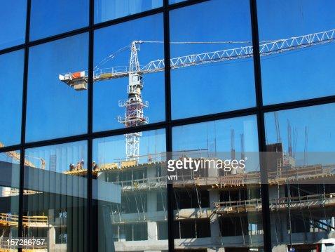Reflet de chantier de construction de bâtiment de bureau