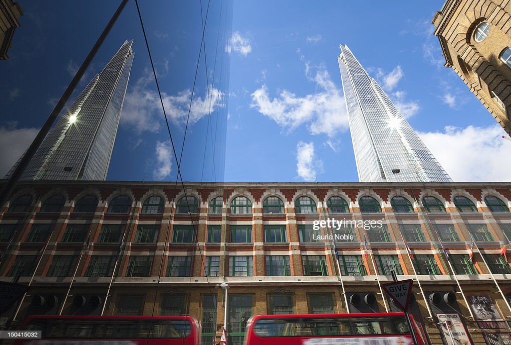 Reflection of The Shard and red bus in windows : Foto de stock