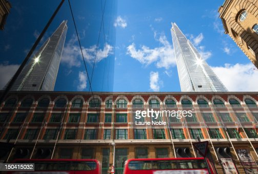 Reflection of The Shard and red bus in windows : Stock-Foto