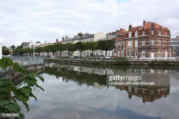 Reflet d'une barre d'habitation dans le Nord de la France