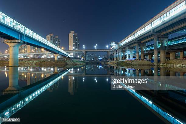 reflexion Seoul bridges mirror city