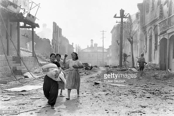 Refugees and damage in Inchon South Korea With the United Nations forces going over to the offensive in Korea 'Picture Post' sends cameraman Bert...