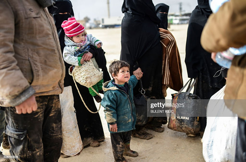Refugees fleeing the northern embattled city of Aleppo arrives on February 6, 2016 in Bab al-Salam, near the city of Azaz, northern Syria, at the Turkish border crossing. Thousands of Syrians were braving cold and rain at the Turkish border Saturday after fleeing a Russian-backed regime offensive on Aleppo that threatens a fresh humanitarian disaster in the country's second city. Around 40,000 civilians have fled their homes over the regime offensive, according to the Syrian Observatory for Human Rights monitor. / AFP / BULENT KILIC