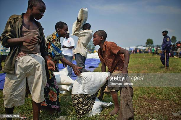 Refugees from the war in Congo gets meal during a food distribution in camp Butembo for displaced persons on January 14 2013 in Goma Democratic...