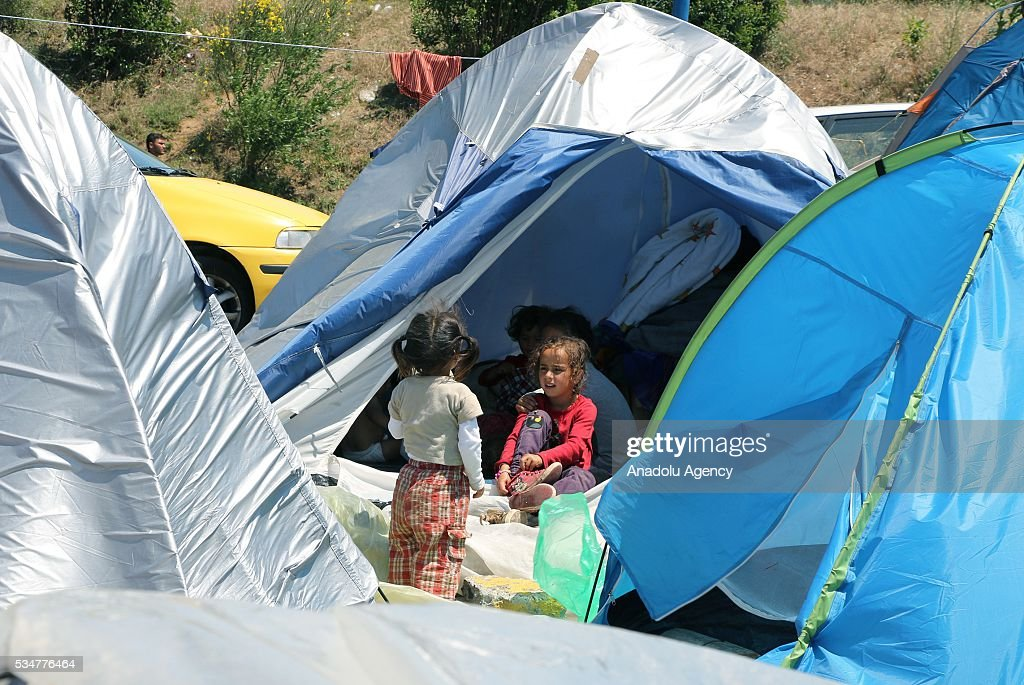 Refugees wait at makeshift camps near a gas station at Evzonoi, Greece May 27, 2016 after they were evacuated from the tents which were located in Greece-Macedonia border town of Idomeni. However refugees were evacuated from Idomeni to be re-settled at proper camps, they refuse to go other camps as they still want the cross the border.