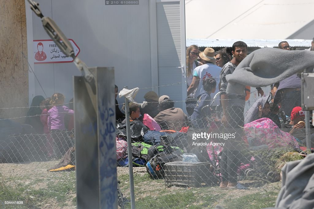 Refugees wait for evacuation as more than 8.000 refugees evacuated to another camp in Idomeni refugee camp in Greece on May 26, 2016.