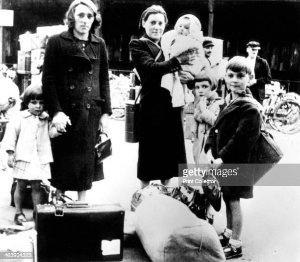 Refugees with their belongings Germanoccupied Paris July 1940