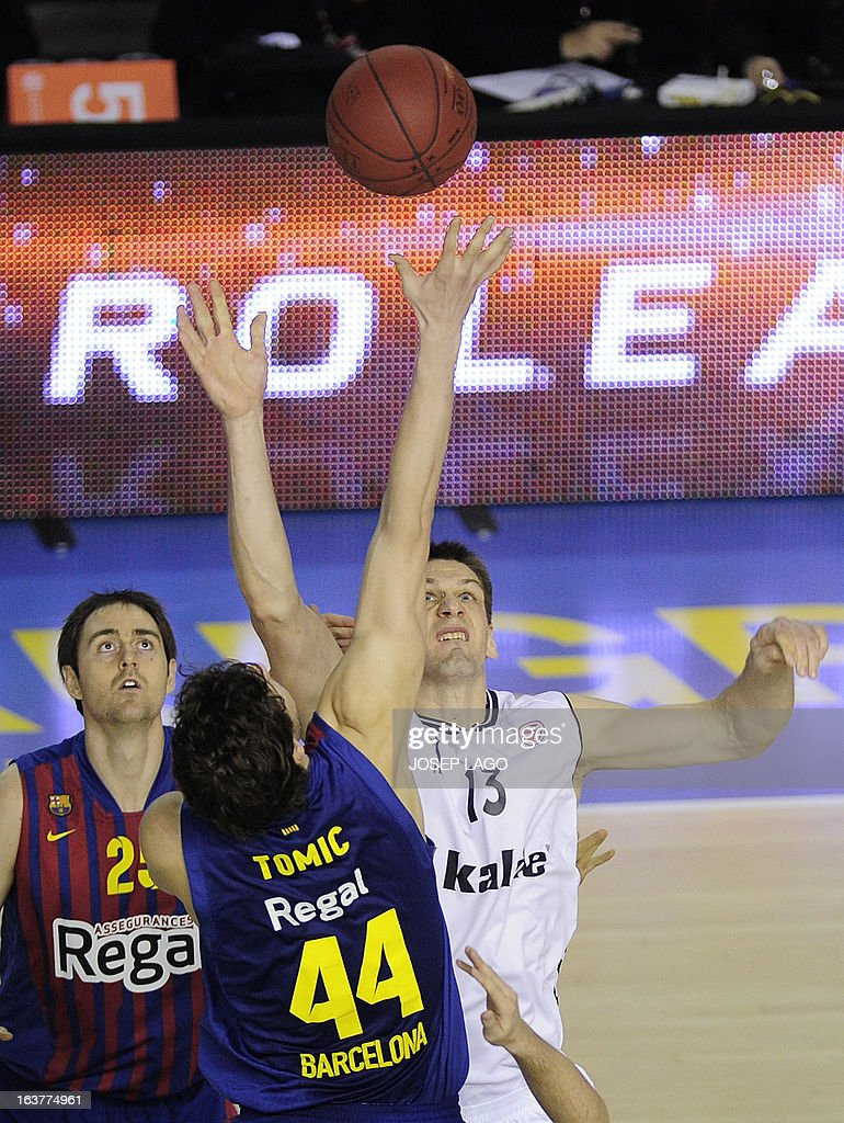 Regal Barcelona's Croatian centre Ante Tomic (L) vies with Besiktas JK Istanbul's Slovenian centre Gasper Vidmar during the Euroleague basketball match FC Barcelona Regal vs Besiktas JK Istanbul at the Palau Blaugrana sportshall in Barcelona on March 15, 2013.