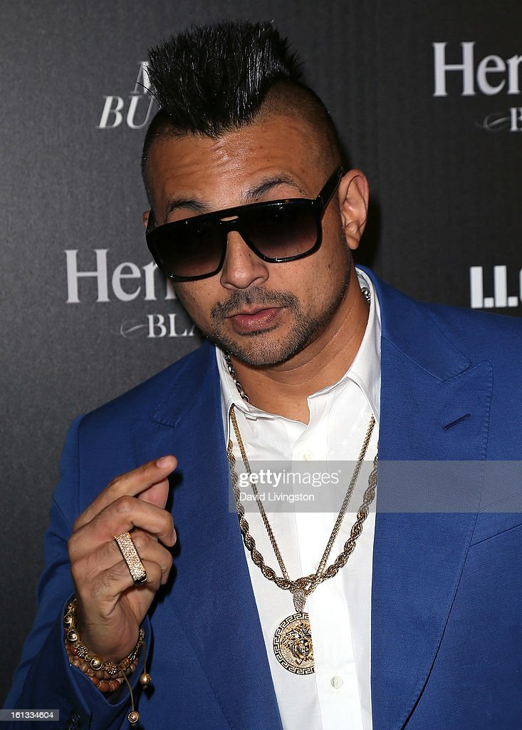 Reggae artist <a gi-track='captionPersonalityLinkClicked' href=/galleries/search?phrase=Sean+Paul&family=editorial&specificpeople=209242 ng-click='$event.stopPropagation()'>Sean Paul</a> attends the Hennessy Toasts Achievements In Music event with GRAMMY Host LL Cool J and Mark Burnett at The Bazaar at the SLS Hotel Beverly Hills on February 9, 2013 in Los Angeles, California.