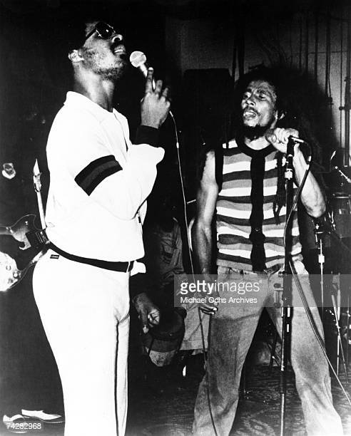 Reggae singer Bob Marley performs with RB singer Stevie Wonder at the 'Black Music Association' convention at the Sheraton Hotel on June 9 1979 in...