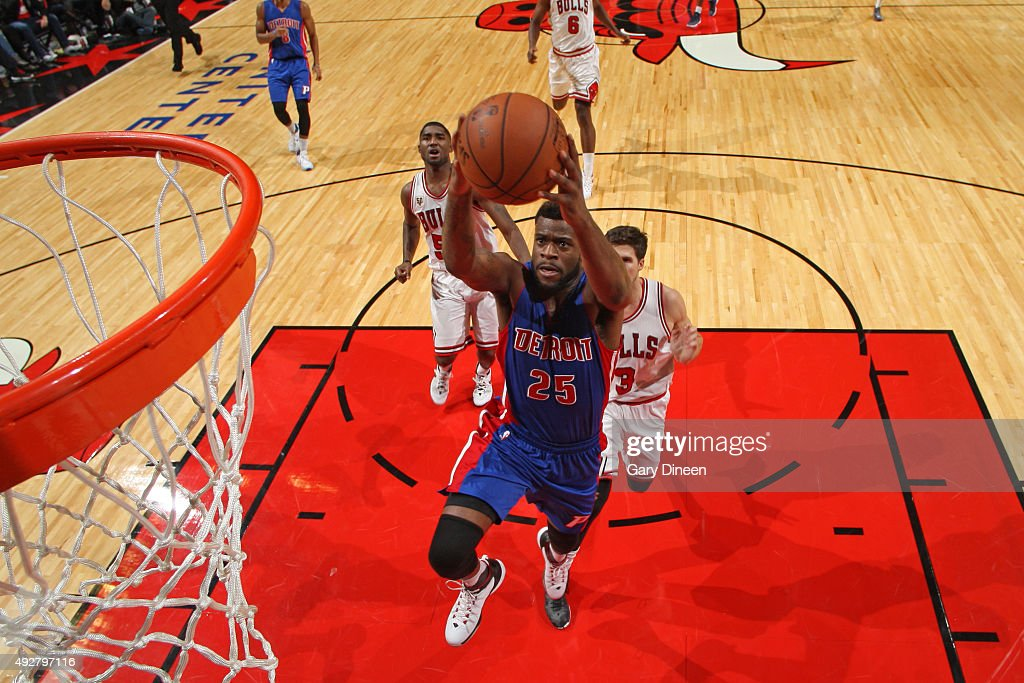 Reggie Bullock #25 of the Detroit Pistons drives to the basket against the Chicago Bulls during the preseason game on October 14, 2015 at United Center in Chicago, Illinois.