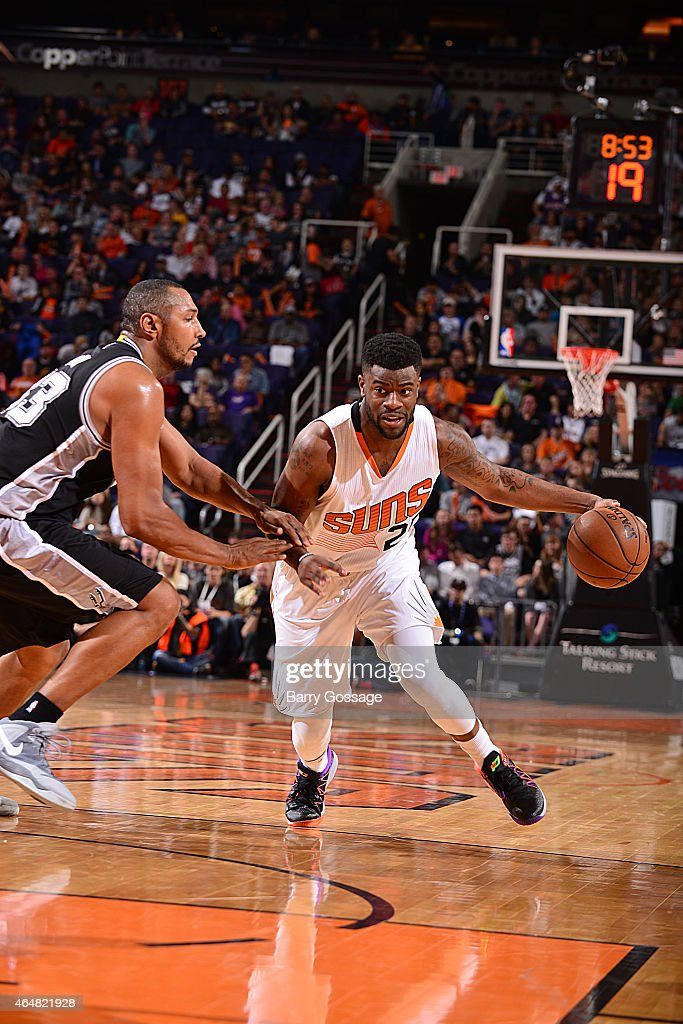 Reggie Bullock #25 of the Phoenix Suns handles the ball against the San Antonio Spurs on February 28, 2015 at U.S. Airways Center in Phoenix, Arizona.
