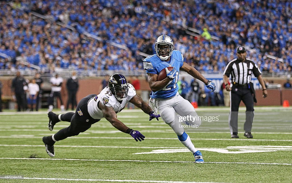 <a gi-track='captionPersonalityLinkClicked' href=/galleries/search?phrase=Reggie+Bush&family=editorial&specificpeople=183392 ng-click='$event.stopPropagation()'>Reggie Bush</a> #21 of the Detroit Lions runs by <a gi-track='captionPersonalityLinkClicked' href=/galleries/search?phrase=Terrell+Suggs&family=editorial&specificpeople=215464 ng-click='$event.stopPropagation()'>Terrell Suggs</a> #55 of the Baltimore Ravens and scores on a 14 yards touchdown during the first quarter of the game at Ford Field on December 16, 2013 in Detroit, Michigan.