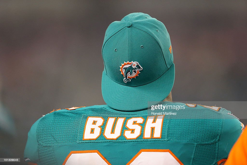 <a gi-track='captionPersonalityLinkClicked' href=/galleries/search?phrase=Reggie+Bush&family=editorial&specificpeople=183392 ng-click='$event.stopPropagation()'>Reggie Bush</a> #22 of the Miami Dolphins at Cowboys Stadium on August 29, 2012 in Arlington, Texas.