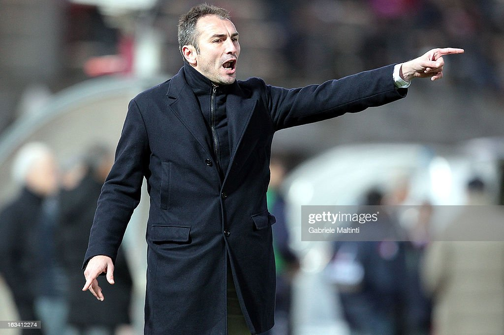 Reggina head coach Stefano Dionigi shouts instructions to his players during the Serie B match between AS Livorno and Reggina Calcio at Stadio Armando Picchi on March 9, 2013 in Livorno, Italy.