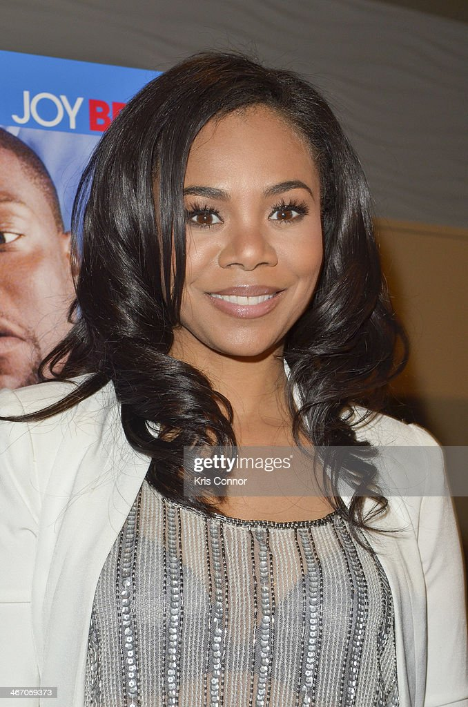 <a gi-track='captionPersonalityLinkClicked' href=/galleries/search?phrase=Regina+Hall&family=editorial&specificpeople=4509171 ng-click='$event.stopPropagation()'>Regina Hall</a> walks the red carpet and speaks with members of the press during the Washington DC screening of 'About Last Night' at AMC Mazza Gallerie 14 on February 5, 2014 in Washington, DC.