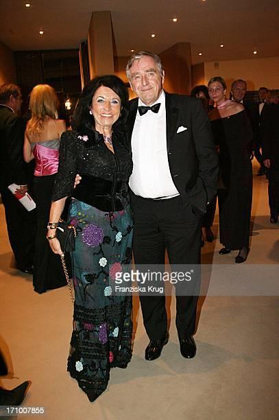 Regine Und Erich Sixt Bei Der 13 Festlichen Operngala Für Die Aids Stiftung In Der Deutschen Oper Berlin Am 111106