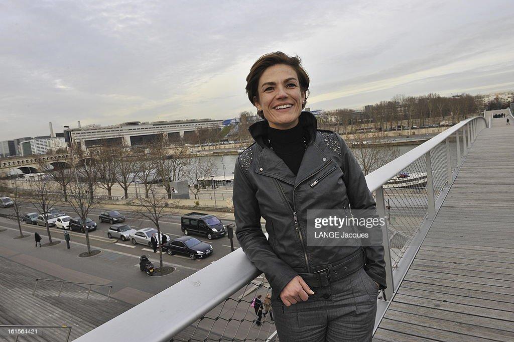 Women Candidates For The Ump. Paris - 22 janvier 2010 --- Le quatuor de choc de l'Ump pour la bataille des régionales en Ile-de-France : Chantal JOUANNEAU, 40 ans, secrétaire d'Etat chargée de l'Ecologie, est tête de liste à Paris. Elle pose en blouson de cuir sur la passerelle Simone-de-Beauvoir.