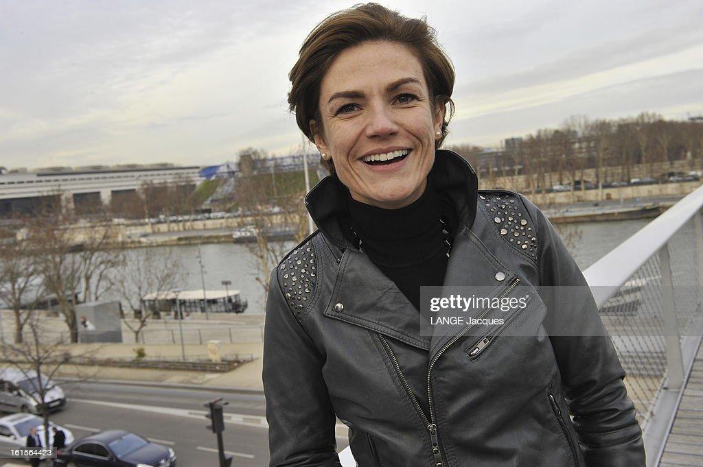 Women Candidates For The Ump. Paris - 22 janvier 2010 --- Le quatuor de choc de l'Ump pour la bataille des régionales en Ile-de-France : Chantal JOUANNEAU, secrétaire d'Etat chargée de l'Ecologie, est tête de liste à Paris. Elle pose en blouson de cuir sur la passerelle Simone-de-Beauvoir.