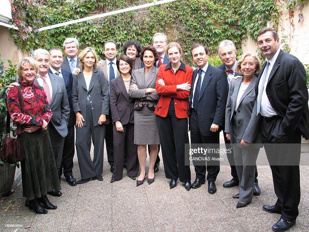 The Ump List. Les chefs de file de l'UMP pour les élections régionales de 2004 en Ile-de-France : photo de groupe avec de gauche à droite, Dominique JOUASSIC (91), Pierre LASBORDES (94), Pierre BEDIER (78), Eric RAOULT (93), Valérie PECRESSE (78), Jean-Francois COPE (77), la tête de liste, Dominique VERSINI (75), Jacqueline EUSTACHE (95), Chantal BRUNEL (77), Christian CAMBON (91), Nathalie KOSCIUSKO-MORIZET (94), Roger KAROUTCHI (92), Jean BARDET (95), Martine VALLETON (93) et Jean-Francois LAMOUR (75).