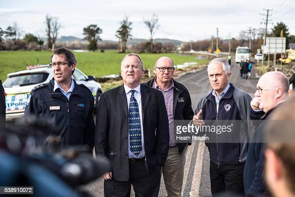 SES regional officer Anthony Dick Latrobe Mayor Peter Freshney Eric Hutchinson Prime Minister Malcolm Turnbull and Brett Whiteley visit the flood...