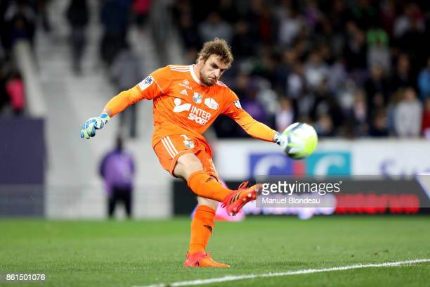 Regis Gurtner of Amiens during the Ligue 1 match between Toulouse and Amiens SC at Stadium Municipal on October 14 2017 in Toulouse