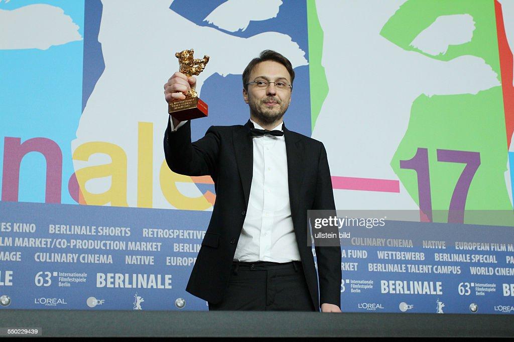 Regisseur Calin Peter Netzer mit dem Goldenen Bären für den Film CHILD'S POSE während der Abschlusspressekonferenz anlässlich der 63 Internationalen...