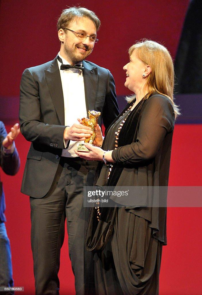 Regisseur Calin Peter Netzer und Produzentin Ada Solomon mit Goldenen Bären für den Film CHILS'S POSE anlässlich der Preisverleihung der 63...