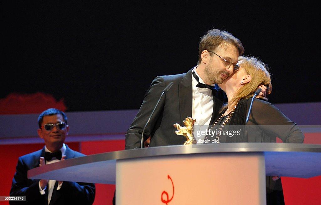 Regisseur Calin Peter Netzer und Produzentin Ada Solomon mit Goldenen Bären für den Film Child's Pose anlässlich der Preisverleihung der 63...