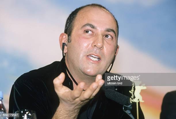 Regisseur Ferzan Ozpetek während einer Pressekonferenz anlässlich der 51 Internationalen Filmfestspiele in Berlin