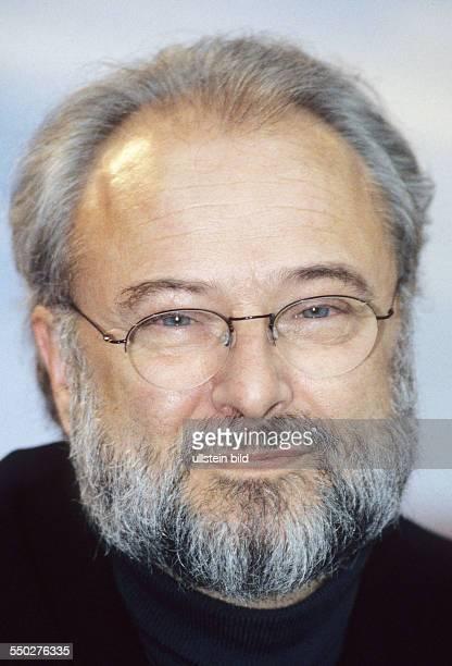 Regisseur Gerard Corbiau während einer Pressekonferenz anlässlich der 51 Internationalen Filmfestspiele in Berlin
