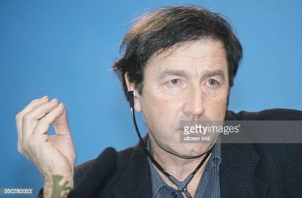 Regisseur JeanPierre Denis während einer Pressekonferenz anlässlich der 51 Internationalen Filmfestspiele in Berlin