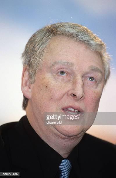 Regisseur Mike Nichols während einer Pressekonferenz anlässlich der 51 Internationalen Filmfestspiele in Berlin