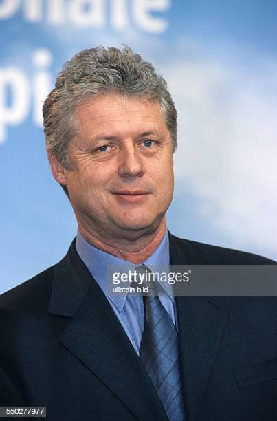 Regisseur Roger Donaldson während einer Pressekonferenz anlässlich der 51 Internationalen Filmfestspiele in Berlin